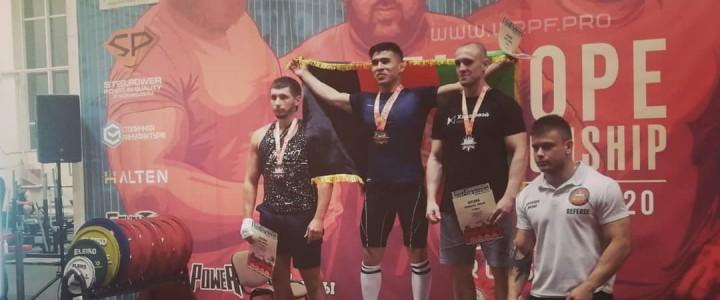 Студент 2 курса магистратуры Института филологии Рахими Бахамин стал Чемпионом Европы по пауэрлифтингу