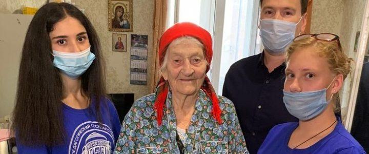 Волонтеры поздравили ветеранов с 77-ой годовщиной освобождения Кубани от немецко-фашистских захватчиков