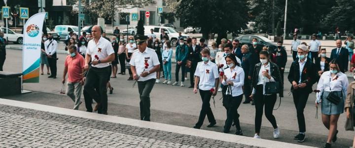 В Анапе прошло торжественное возложение памятных венков и цветов