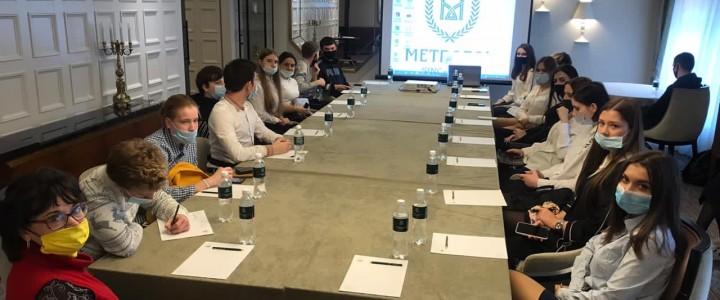 Студенты Колледжа МПГУ на практическом занятии в гостинице «Метрополь»