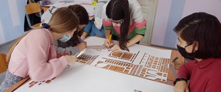 """Члены студенческого научного кружка«Актуальные направления в дизайне"""" работают над оформлением филиала к Новому году"""