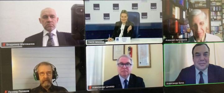 Заместитель директора ИИиП МПГУ В.Л. Шаповалов на конференции ТАСС
