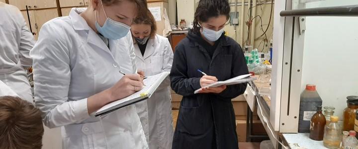 Возвращение проведения практических занятий по органической химии на кафедре биохимии, молекулярной биологии и генетики