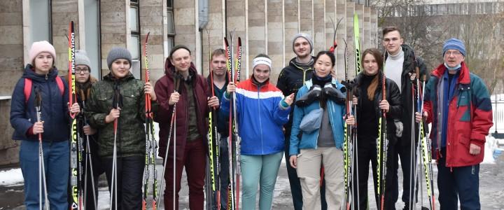 Студенты МПГУ совершили лыжный поход по местам боевой славы в Подмосковье