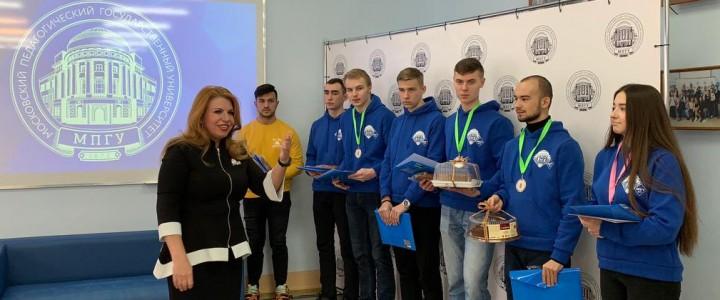 Директор Покровского филиала МПГУ Л.В. Бойченко поздравила студентов с почетным вторым местом в Сретенском турнире