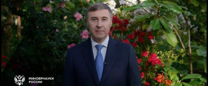 Глава Минобрнауки России Валерий Фальков поздравляет с Международным женским днем!