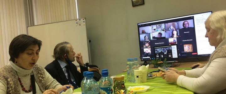 Преподаватели и студенты кафедры теологии Института филологии на заседании Круглого стола, посвященного изучению Ислама