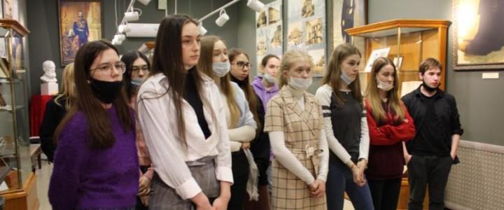 Студенты факультета начального образования посетили музей МПГУ