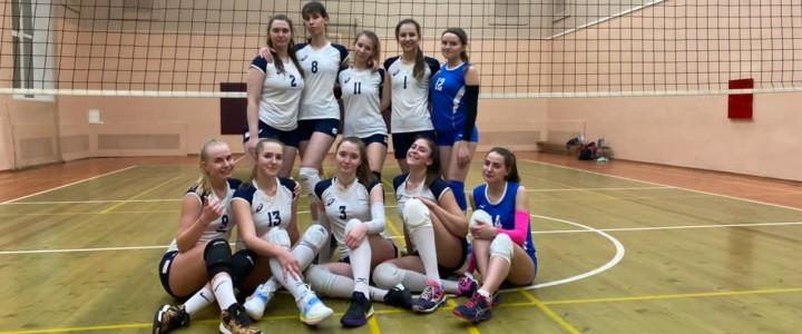Уверенная победа женской сборной МПГУ по волейболу над командой МЭИ