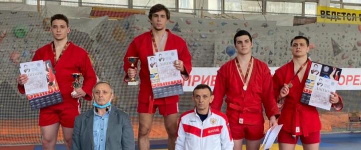 Студент 4 курса ИФКСиЗ Антон Лебедев занял 1 место на турнире по Самбо среди студентов памяти Г.К.Шульца