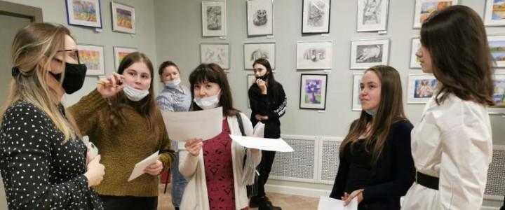 Первокурсники Института детства вошли в состав жюри конкурса художественных работ «Лики творчества»