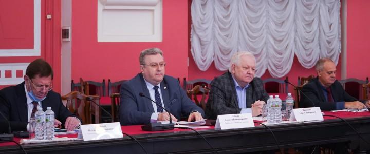 Заседание экспертной комиссии по высококачественным изданиям для системы образования прошло под председательством Алексея Лубкова