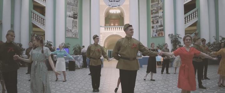 """Студенты МПГУ – участники акции """"Вальс Победы"""""""