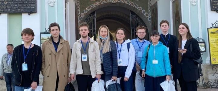 Студенты-теологи Института филологии в Свято-Троицкой Сергиевой Лавре