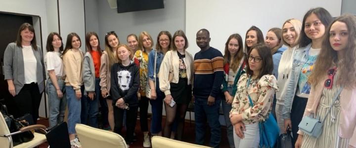 В рамках III Международной научно-практической конференции: «Европа и современная Россия: интегративная функция науки в едином образовательном пространстве» в г. Сочис 5 по 10 мая 2021 года для студентов и участников прошли занятия по английскому языку по программе «Летняя языковая школа»