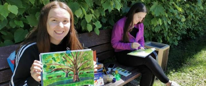Пленэрная практика студентов Института детства состоялась в Тропаревском парке