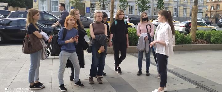Победители весеннего цикла Московской этнографической олимпиады совершили образовательную прогулку по улицам многонациональной Москвы