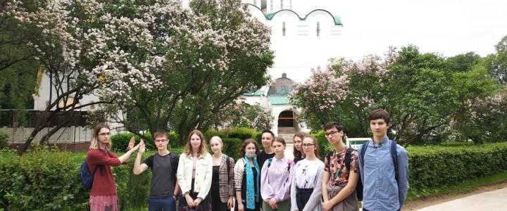 Лицеисты на исторической прогулке по Новодевичьему