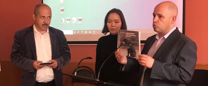 Студентка Института журналистики, коммуникации и медиаобразования МПГУ Ялгуун Есунсувд награждена медалью Общества друзей Монголии