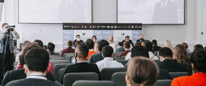 Минобрнауки проводит Международную летнюю историческую школу
