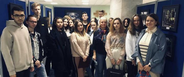 Экскурсия для школьников по Библиотеке корпуса гуманитарных факультетов МПГУ