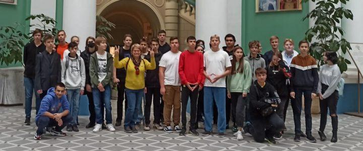 Сотрудники ИМИ и ИФТИС организовали экскурсию по МПГУ для школьников