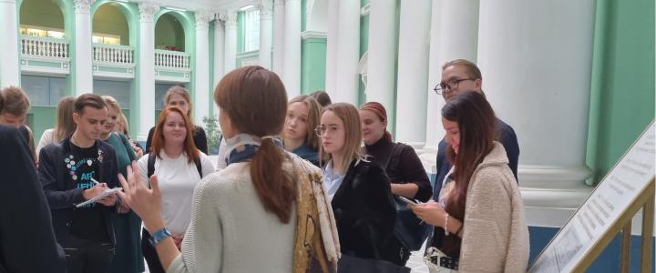 Экскурсия для участников викторины «Аудиторный корпус МВЖК: больше века в образовании»