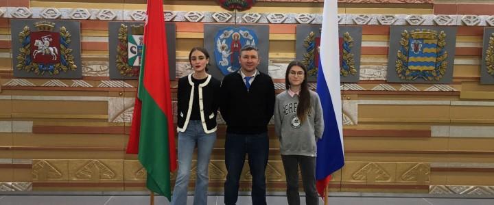 Сотрудники Института филологии в посольстве Республики Беларусь на спектакле «Поэма без слов»