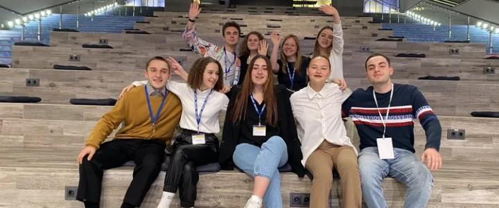 Студенты и преподаватели Института журналистики, коммуникаций и медиаобразования приняли активное участие в педагогическом форуме «Учитель  – будущее России»